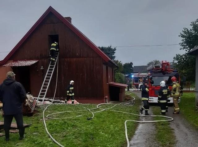 W niedzielny poranek strażacy gasili pożar w miejscowości Glina w gminie Solec nad Wisłą.