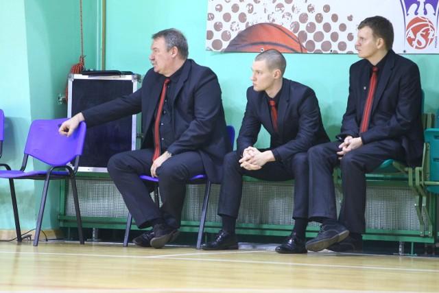 Trener Ryszard Barański nie jest zachwycony, że w rywalizacji o ekstraklasę jego zespół prawdopodobnie zmierzy się z lokalnym rywalem