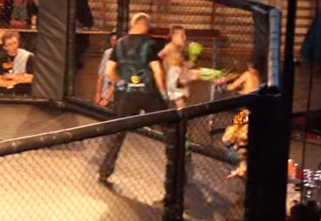 Na nagraniu widać, jak 12-letni Michał zostaje kopnięty w twarz przez swojego przeciwnika.