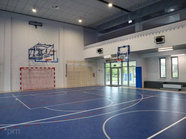 Szkoła nr 68 rozbudowuje się - uzyskała pozwolenie na użytkowanie nowej sali gimnastycznej.Kolejne zdjęcie --->