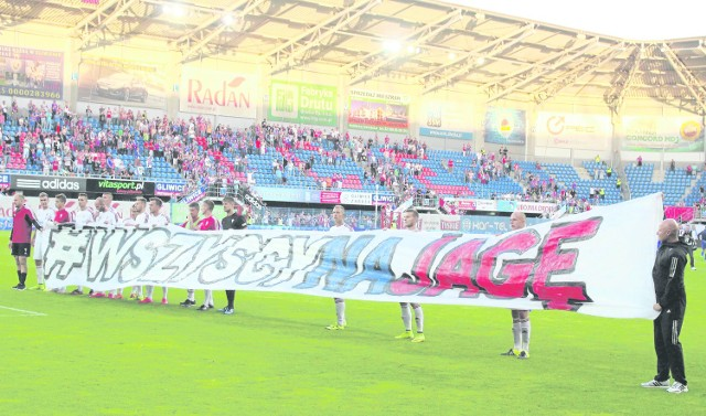 Wszyscy na Jagę - takim hasłem piłkarze zachęcają kibiców do przychodzenia na stadion