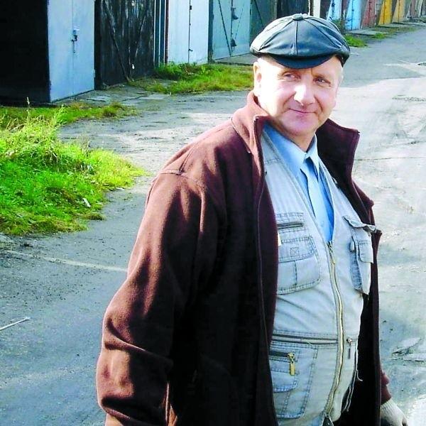 - Jednej wiosny miałem zalany garaż. Na szczęście samochód stał wtedy u mechanika - mówi Jan Kozicki, jeden z właścicieli garaży przy ul. Gizewiusza.