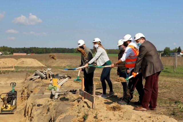 Inwestorem i wykonawcą są lokalne biznesy z gminy Walce i Krapkowice.