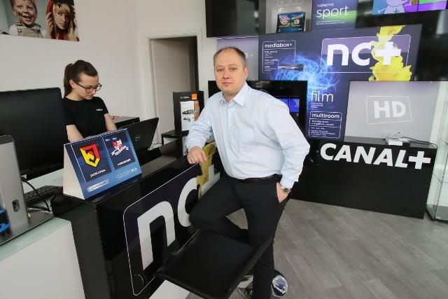 W Galerii Korona w Kielcach  ruszyło Centrum nc+Nowy salon nc+ działa w Galerii Korona w Kielcach na poziomie 1. - Serdecznie zapraszamy - mówi Marcin Kulwicki, koordynator do spraw sprzedaży i rozwoju telewizji nc+.