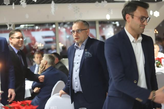 Wiceprezes zarządu Widzewa Piotr Szor (w środku) i szef Rady Nadzorczej Widzewa Leszek Bohdanowicz (od lewej)