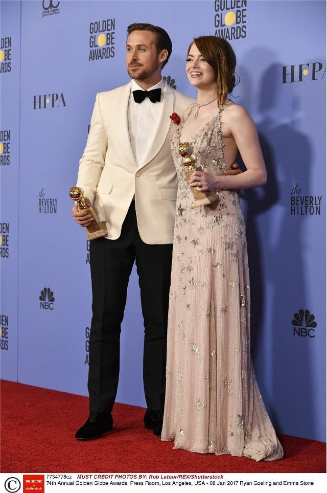 """Emma Stone i Ryan Gosling - laureaci statuetek dla najlepszej aktorki i aktora za role w filmie """"La la land"""", który został nagrodzony także za scenariusz, reżyserie i muzykę oraz uznany za najlepszy musical"""