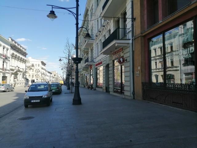 Przy ul. Piotrkowskiej znów działają sklepy, które były zamknięte przez kilka tygodni pandemii koronawirusa. Zakupy ułatwia akcja promocyjna handlowców i Łódzkiego Centrum Wydarzeń.CZYTAJ DALEJ NA NASTĘPNYM SLAJDZIE