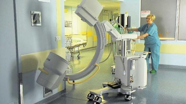 Aparat rentgenowski zwany ramieniem C - jedno z urządzeń zakupionych przez szpital do ośrodka leczenia bólu