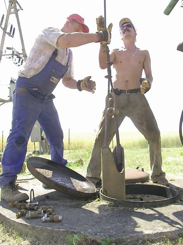 Trwają prace nad nowymi odwiertami. Oby górnicy zapewnili mieszkańcom Bytomia wystarczającą ilość wody w kranach.