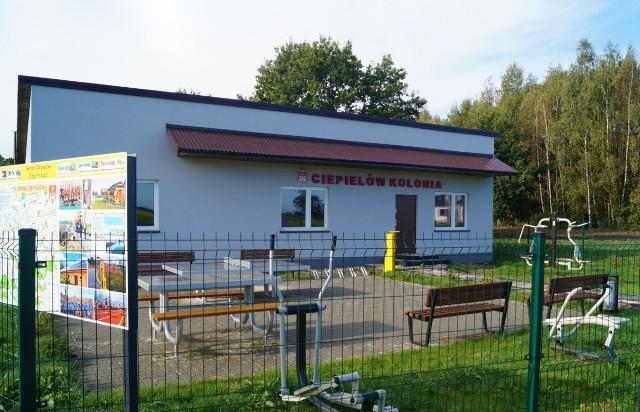 Świetlica w Ciepielowie-Kolonii została wyremontowana i wyposażona w ramach funduszy sołeckich i dofinansowania z Ministerstwa Sportu i Turystyki.