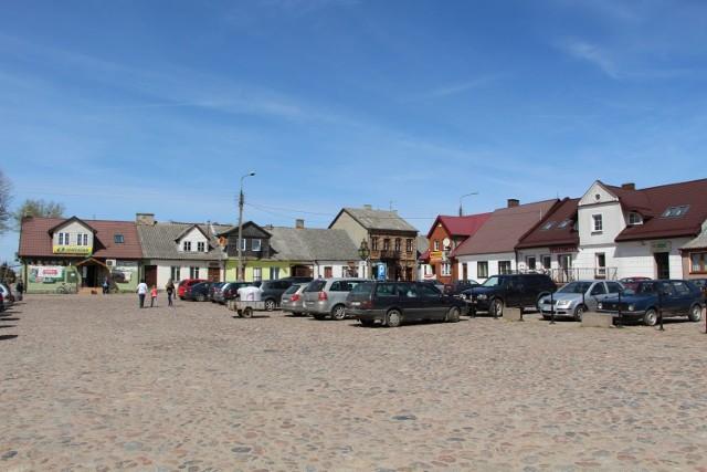 Raczki uzyskały lokację miejską przed 1558 rokiem, zdegradowane w 1870 roku.