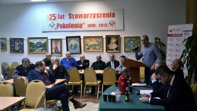 Spotkanie lubelskich działaczy SLD z kandydatem na przewodniczącego partii, Krzysztofem Gawkowskim (pierwszy z prawej). Sala w pałacyku przy ulicy Beliniaków nie pękała w szwach.