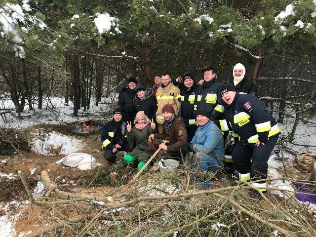 Podlascy strażacy zaangażowali się w ratowanie psiej rodziny