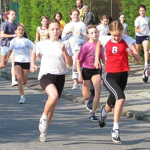 Bardzo popularna wśród szkolnej młodzieży  jest lekka atletyka.  Masowe biegi gromadzą po kilkaset startujących.