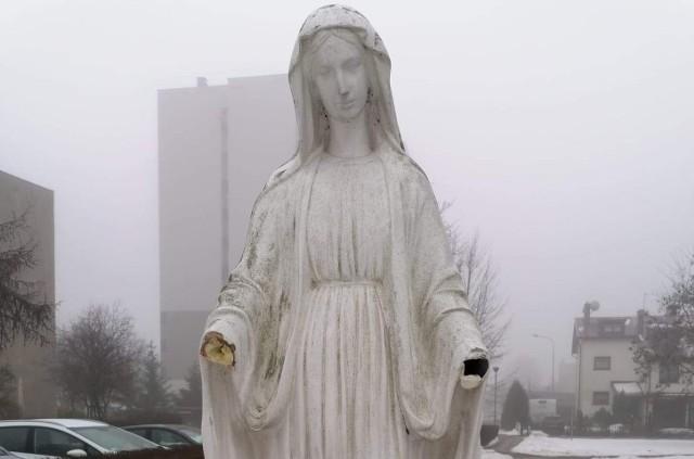 """W Częstochowie odrąbano dłonie figurze Matki Boskiej. """"Ręce leżały na ziemi"""" - relacjonuje proboszcz parafii"""