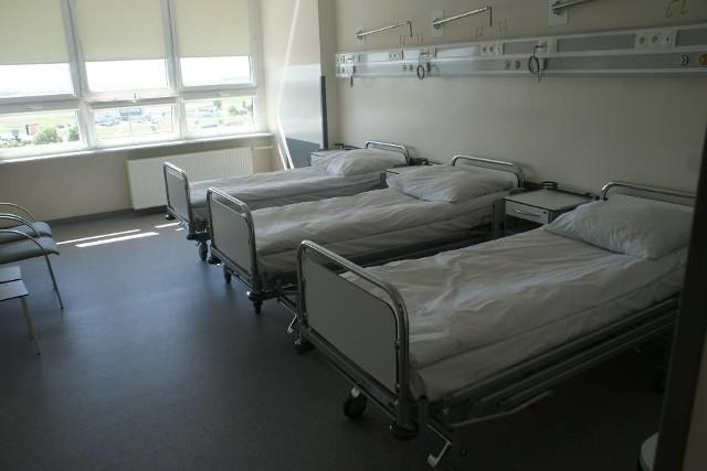 Kwarantanną objęto cały personel i wszystkich pacjentów, którzy przebywali na oddziale z zakażonym mężczyzną.