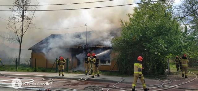 Spłonął drewniany dom w Nowej Hucie. Na miejscu zginęła jedna osoba