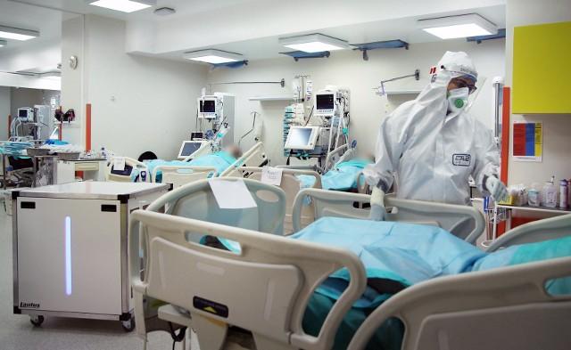 """W szpitalu w Grudziądzu średnio w oddziałach """"covidowych"""" jest ok. 300 pacjentów"""