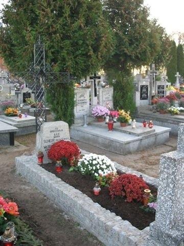 Odnowiona mogiła Marii Scheur na czerwińskim cmentarzu.