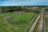 Stadion sportowy w Kostrzynie od lat czeka na inwestycje. Brakuje bieżni tartanowej, potrzebne jest boisko ze sztuczną nawierzchnią