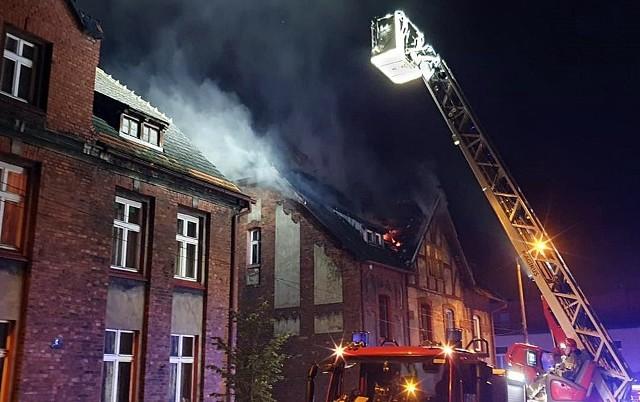 Tragiczny pożar w Czerwionce. Płonie poddasze familoka