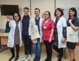 Poczuj naszą chorobę  Akcja In Thier Shoes pomaga zrozumieć pacjentów z chorobą Leśniewskiego – Crohna