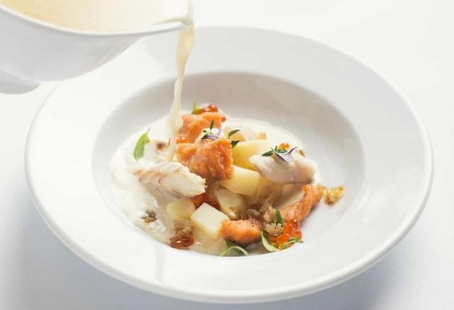 Zupa rybna z wędzonym dorszem i trocią