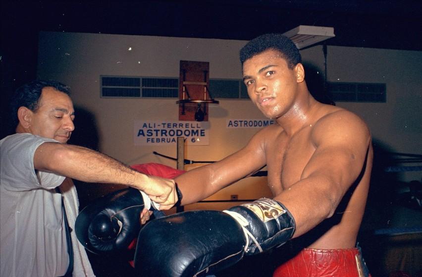 """""""Największy"""", idol milionów fanów boksu, człowiek, który..."""
