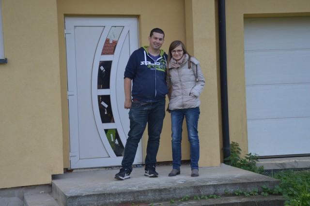 Sylwia i Tomasz Młynarczykowie szukali domu w dobrej cenie w Tarnowie, ale takiego nie znaleźli, więc postanowili  się przenieść na jego przedmieścia. Na podobny krok decyduje się coraz więcej tarnowian