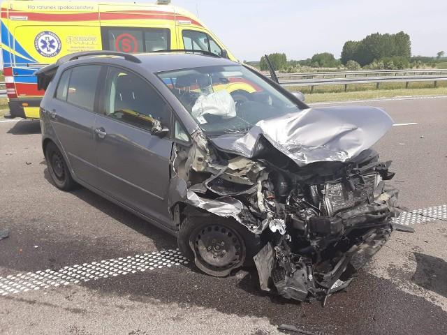 Dwie osoby zostały ranne po zderzeniu dwóch osobówek na A4 w Łukawcu. Po wypadku zablokowana była jezdnia w stronę Korczowej.Zdjęcia otrzymaliśmy od Internauty Maksa. Dziękujemy!
