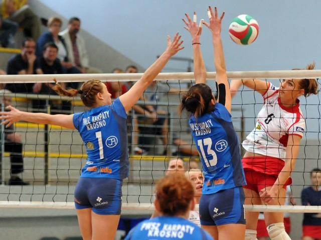 Karpaty Krosno-Developres RzeszówSiatkarki Karpat Krosno przegrały z Developresem Rzeszów w trzecim meczu II fazy play-off 2-3 (22-25, 25-20, 25-19, 14-25, 12-15)