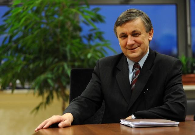 """Statuetkę """"Mediom przyjazny 2017"""" otrzymał m.in. prorektor UAM Tadeusz Wallas."""
