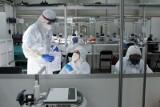 Naukowcy: Nawet dwa razy więcej zakażeń i czwarta fala pandemii