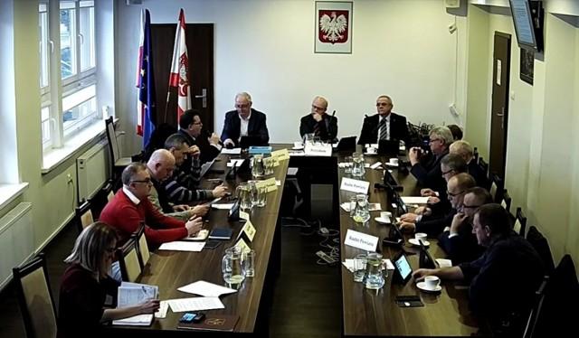 Radni powiatu golubsko-dobrzyńskiego zdecydowali m.in. o przeznaczeniu pieniędzy na budowę chodników
