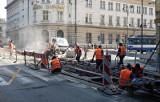 Remont torowiska w centrum Krakowa. Ile jeszcze potrwa i jak postępują prace?