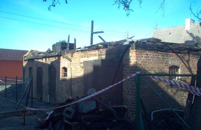W Nowej Wsi Lęborskiej przez płonącą sadzę w kominie spłonął cały budynek.