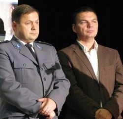 Komendant miejski policji Janusz Pawelczyk (z lewej) i Bogdan Piątkowski, dyrektor OCK, mówili o teatrze profilaktycznym