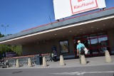Handel w Lubuskiem. Czy sklepy sieci Kaufland będą czynne, czy zamknięte w niehandlowe niedziele? Do sklepu, jak na pocztę? Co to znaczy?