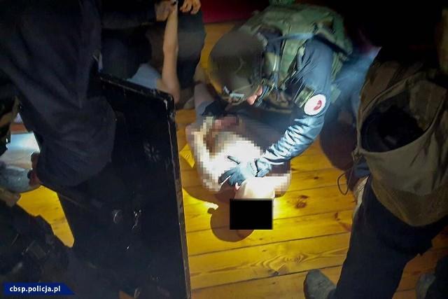 Opolscy śledczy zatrzymali grupę zajmującą się przestępstwami narkotykowymi.