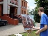 Trwa Międzynarodowy Plener Malarski w Sępólnie. Młodzi malują miasto
