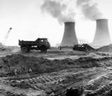 Takiego zakładu w Polsce nie było. Ale powstał w województwie lubelskim. Tak budowano zakłady azotowe w Puławach. Zobacz zdjęcia z XX wieku