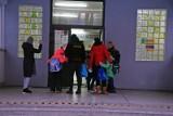 Zielona Góra: Klasy I-III wróciły do szkoły. Tradycyjne lekcje cieszą, ale wzbudzają też wiele obaw. Jakich?