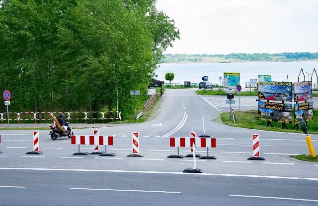 Wjazd główny nad Jezioro Tarnobrzeskie jest wciąż zamknięty. Nad jeziorem dobiegają końca dwie inwestycje.