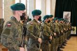 Białystok. Prawie 30 nowych żołnierzy z 18. Pułku Rozpoznawczego złożyło przysięgę [ZDJĘCIA]