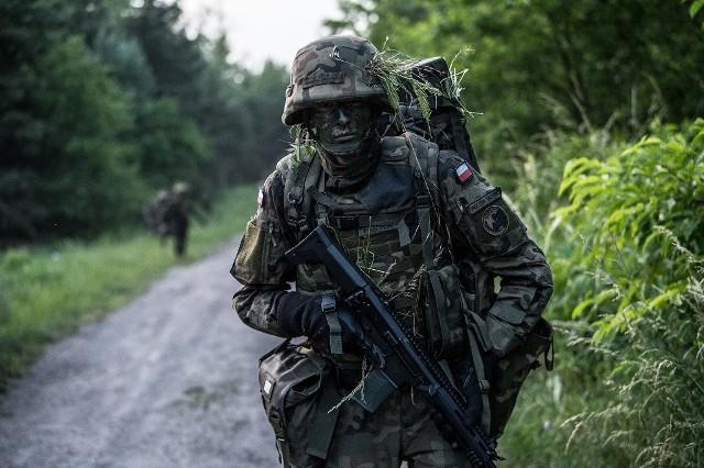 Uczniowie i studenci mogą założyć mundur i przejść podstawowe szkolenie wojskowe. Wielkopolska obrona terytorialna rozpoczęła projekt Wakacje z WOT.