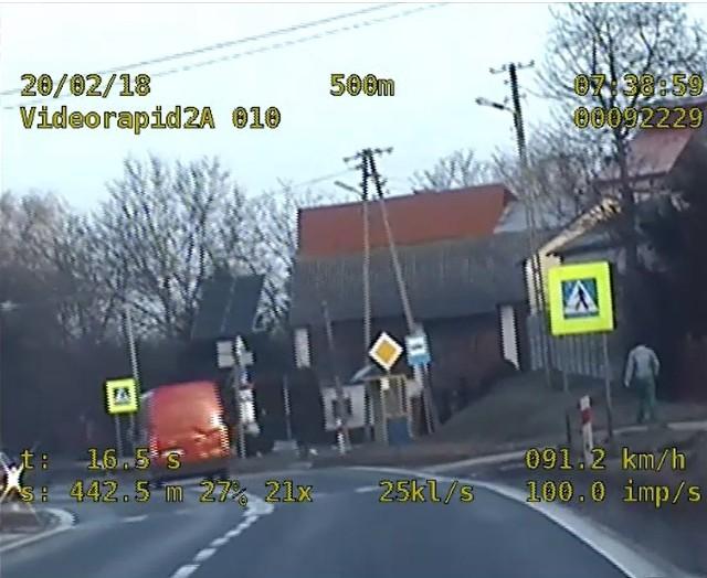 Dostawczak został skontrolowany na trasie w gminie Łoniów