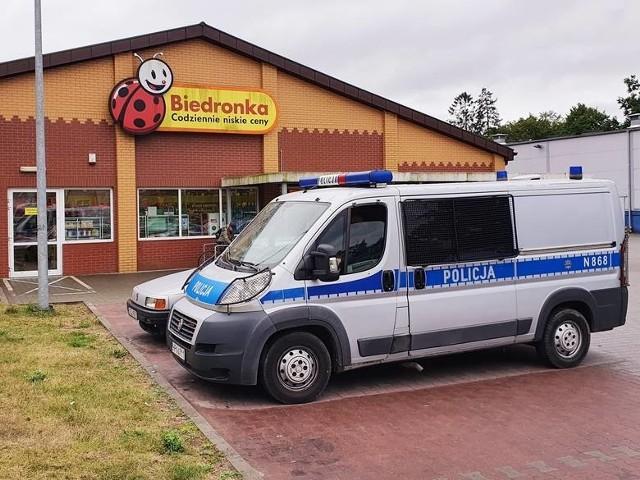 Do nietypowej interwencji służb doszło dzisiaj (2 września) w sklepie Biedronki. Strażacy musieli wyciągnąć rękę kobiety z taśmy podającej zakupy do kasy. Karetka zabrała ją do szpitala.JAK DO TEGO DOSZŁO?