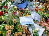 Grób Krzysztofa Krawczyka cały w kwiatach! Grób Krzysztofa Krawczyka w Grotnikach koło Łodzi wciąż odwiedzają fani! ZOBACZ 11.06.2021