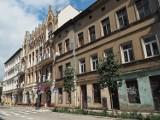 Rewitalizacja kamienicy przy ul. Sienkiewicza 22 w Łodzi. Były w niej mieszkania, a będą biura i lokale dla przedsiębiorców