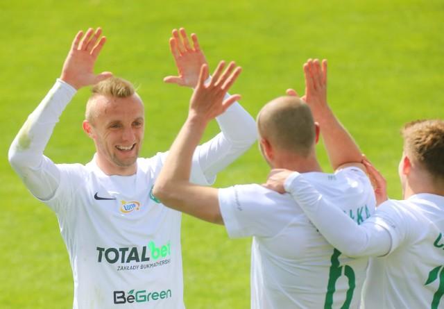 Warta Poznań walczy w końcówce sezonu o historyczny występ w eliminacjach Conference League, dodatkowe pieniądze z Ekstraklasy SA (3,15 mln złotych), a także miejsce w radzie nadzorczej ligowej spółki.
